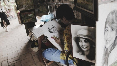 artist with portraits
